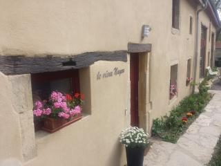Bright 4 bedroom Bed and Breakfast in Courcelles-Chaussy with Internet Access - Courcelles-Chaussy vacation rentals