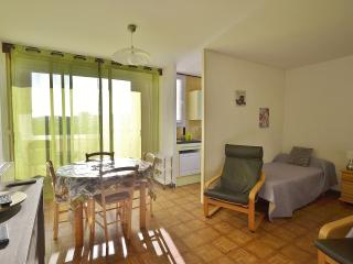 Romantic 1 bedroom Greoux les Bains Apartment with Internet Access - Greoux les Bains vacation rentals