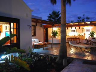 Studio-Apartament with Garden by the Beach - Costa Teguise vacation rentals