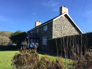 Nice Farmhouse Barn with Dishwasher and Stove - Llanuwchllyn vacation rentals