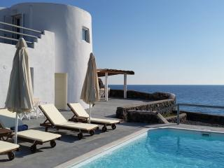 ABELOMILOS EXCLUSIVE VILLA - Imerovigli vacation rentals
