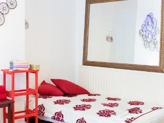 Small, cozy apartment for 3 - London vacation rentals