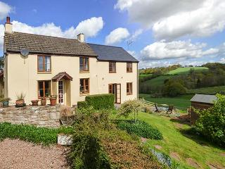 GLEBE FARM COTTAGE on working farm, beautiful countryside, open plan accommodation in Cwmbran Ref 924581 - Cwmbran vacation rentals