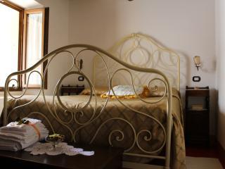Residenza La Madonnina dimora XVIII sec App 4 pers - Rimini vacation rentals