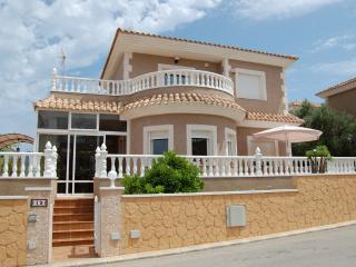 Beautiful holiday villa with swimming pool - Torrevieja vacation rentals