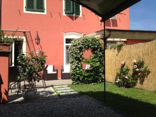 Lucca Villino Franca just outside  town-walls A/C,garden/park.&WiFi - Lucca vacation rentals