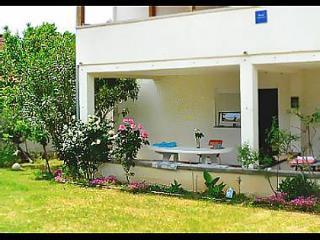 Bright 2 bedroom Condo in Nin with Internet Access - Nin vacation rentals