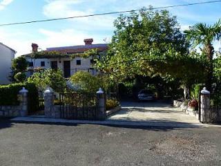 5283  A1(3) Bijeli - Njivice - Njivice vacation rentals