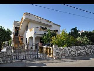 5388  A1(2+1) - Vrbnik - Vrbnik vacation rentals