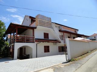 Cozy 1 bedroom Condo in Zdrelac with Internet Access - Zdrelac vacation rentals