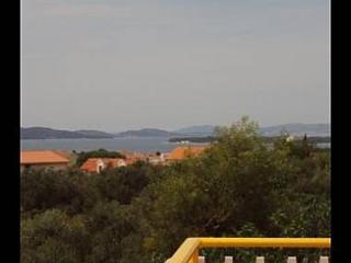 Cozy 1 bedroom Apartment in Brodarica with Internet Access - Brodarica vacation rentals