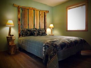 Shakinah Hideaway Bear Bungalow - Melrose vacation rentals