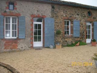 Nice Bed and Breakfast with Internet Access and Central Heating - Vihiers vacation rentals
