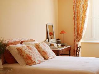 The Peach Bedroom - Clos Mirabel B&B - Jurancon vacation rentals