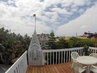 (LM1) WOW! ROOF DECK, PARKING, BEACH! - San Diego vacation rentals