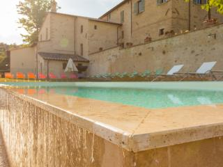 Fabulous Apartment in Quiet Area - Scrittorio - Cenerente vacation rentals