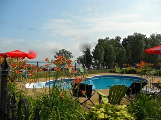Bourgeois Chalets Plage St-Jean Nive View - Saint-Jean-de-l'ile-d'Orleans vacation rentals