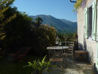 Le Balcon de l'Ossau, B&B en vallée d'Ossau - Bescat vacation rentals