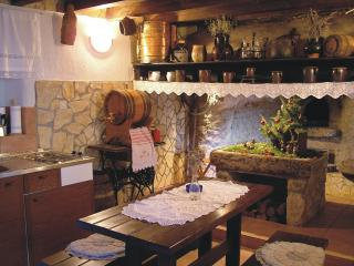 Antique apartment in Orlec near Cres - Cres vacation rentals