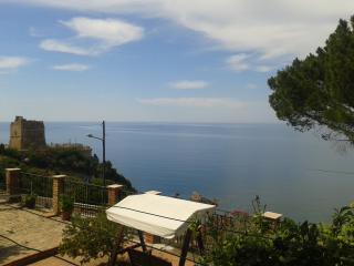 La Casa Blu, Sea view of Finale near Cefalu - Pollina vacation rentals