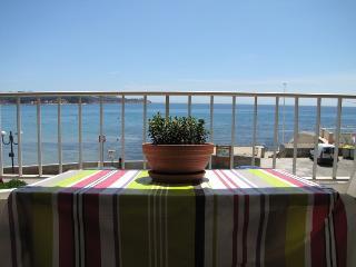Superbe T5 front de mer, pieds dans l'Ô - La Seyne-sur-Mer vacation rentals
