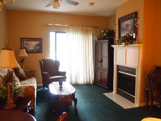 Great 2 Bedroom Condo just a short walk to the Parkway.  Great for Couples. - Gatlinburg vacation rentals