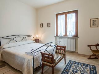 2 bedroom Apartment with Internet Access in San Quirico di Moriano - San Quirico di Moriano vacation rentals