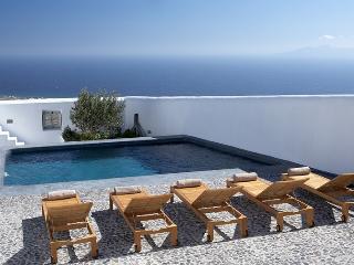 Eco Elegance Villa to let on Santorini, large villa Santorini to rent, holiday villa santorini, villa pool santorini - Pyrgos vacation rentals