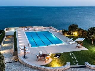 Villa Turchese vacation holiday villa rental italy, sicily, sicilia, syracuse, seaside, pool, wif-fi, large villa to rent short term lo - Fanusa vacation rentals