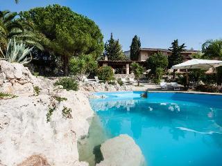 Villa Tellus vacation holiday villa rental italy, sicily, sicilia, syracuse, near seaside beach, short term long term villa to rent t - Fanusa vacation rentals