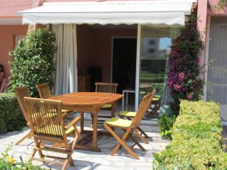 Nice Condo with Dishwasher and Freezer - Six-Fours-les-Plages vacation rentals
