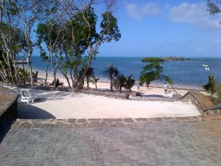 Villaggio residenziale fronte mare con servizi - Roches Noire vacation rentals