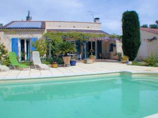 Orgon Bouches-du-Rhône, Villa 6p quiet area, privat pool - Orgon vacation rentals