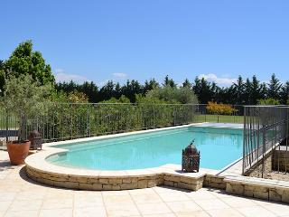 Carpentras Vaucluse, 16p. High level standing country house, private pool - Monteux vacation rentals