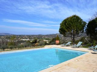 Big country house 12pers on the hill above Vaison-La-Romaine Vaucluse - Vaison-la-Romaine vacation rentals
