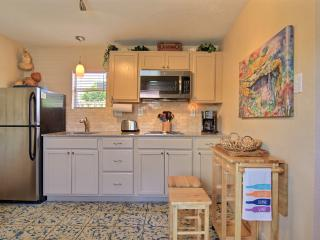 Palm Breeze Cottage at Spanish Village, BONUS screened-in cabana area! - Port Aransas vacation rentals