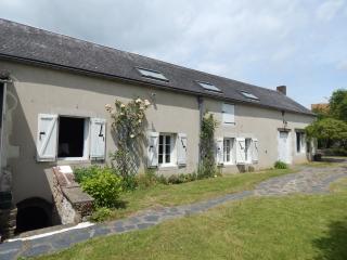 Superb Burgundy Farmhouse, Guedelon, Vezelay ... - Toucy vacation rentals
