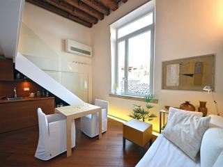Cozy Condo with Internet Access and Washing Machine - Venice vacation rentals