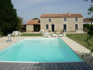 Gite de charme et piscine privée pour 8 personnes, Marais Poitevin, Sud Vendée - Fontenay-le-Comte vacation rentals