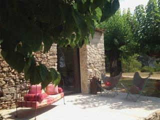 Cottage de charme au Domaine du Saint Esprit - Draguignan vacation rentals