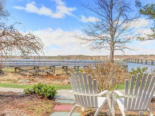 Dog-friendly waterfront studio with amazing views! - Edgecomb vacation rentals