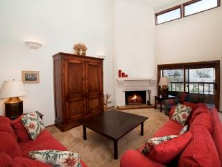 Spacious 4 bedroom Apartment in Sun Valley with Dishwasher - Sun Valley vacation rentals