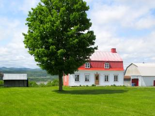 Charming 3 bedroom Ile d'Orleans House with Internet Access - Ile d'Orleans vacation rentals