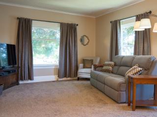 Downtown Charming & Historic Newberg Bungalow - Newberg vacation rentals