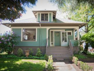 Downtown Charming & Historic Newberg Bungalow - Newberg vacation rentals