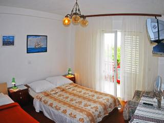 Apartment for 8 persons- ideal for group or family - Hvar vacation rentals