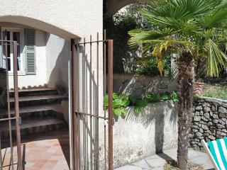 Nice Guest house with Parking and Parking Space - Roaix vacation rentals