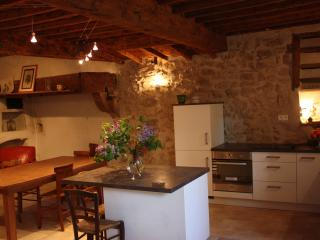 Cozy 3 bedroom Vaunaveys-la-Rochette Gite with Internet Access - Vaunaveys-la-Rochette vacation rentals