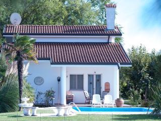 Nice Villa with Internet Access and A/C - Isola Albarella vacation rentals