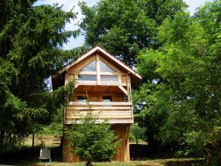 Romantic 1 bedroom Tree house in Etang-sur-Arroux - Etang-sur-Arroux vacation rentals